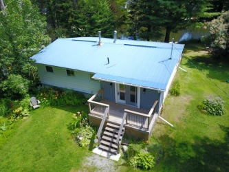 6 shankland drive, Fenelon Falls Ontario, Canada Located on Burnt River