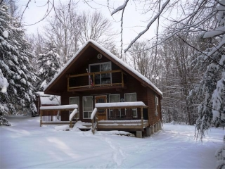 9 pine tree ( fire route 367a) cres, Kinmount Ontario, Canada Located on Crystal Lake